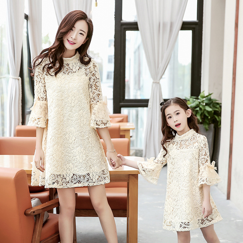 V-TREE Lace mother daughter dresses horn sleeve matching mother daughter dress clothes fashion family look outfits 1